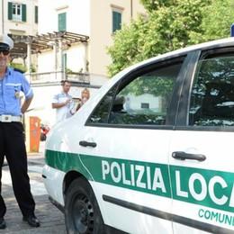 Viale Geno, via i venditori abusivi  Sono stati multati per 15mila euro