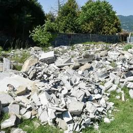 Como, i cimiteri abbandonati:  macerie e lavori mai finiti