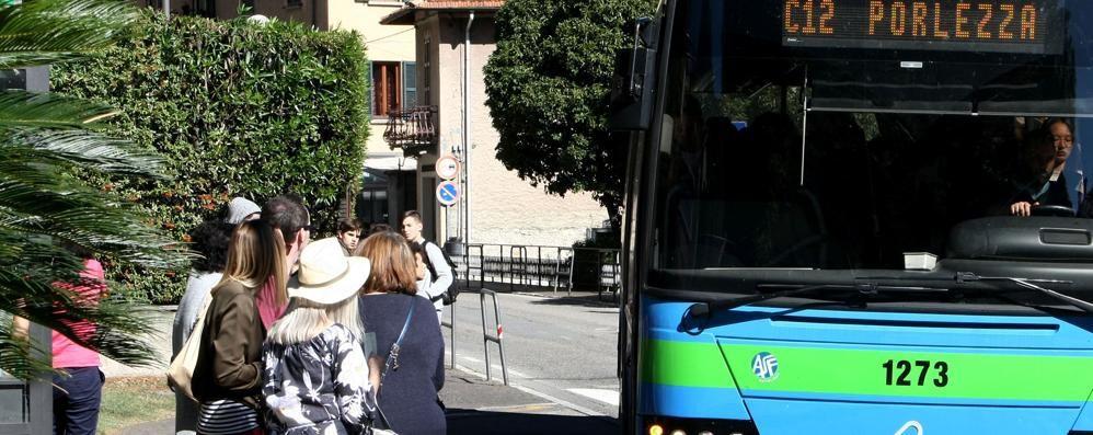 Fino, l'autobus lascia a piedi gli studenti  «Un malinteso, non si ripeterà»