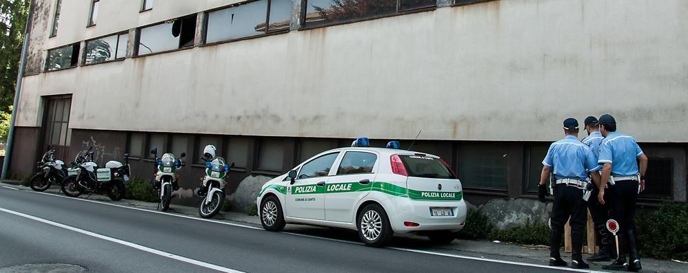 Degrado nell'area dismessa  Blitz dei vigili a Cantù
