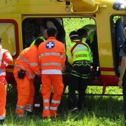 Grave incidente a Ramponio Verna  Motociclista soccorso dall'elicottero