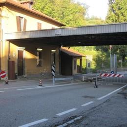 Il bandito in bicicletta fa poca strada  Arrestato dopo la rapina in Svizzera