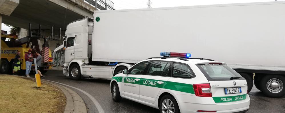 Mariano, traffico nel caos  per un camion in avaria