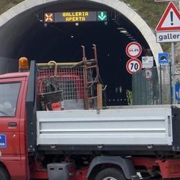 Tunnel chiuso per lavori  Traffico in tilt a Pusiano