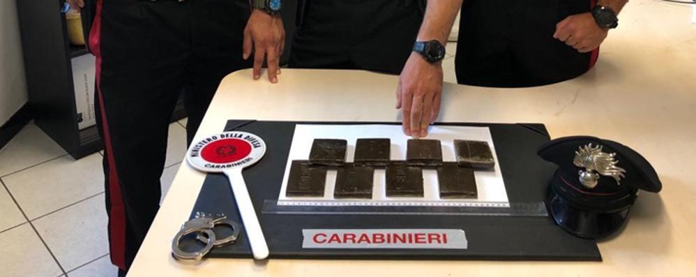Cantù, arrestato spacciatore  Sequestrati otto etti di hashis