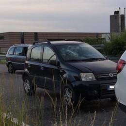 Tamponamento fra auto ad Arosio  Bimba di 10 anni sfonda il parabrezza
