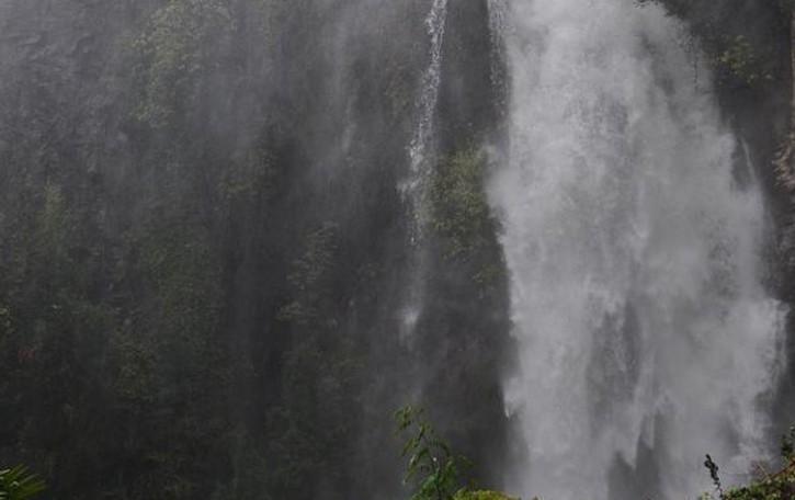 Moltrasio, cadono nella cascata  Salvati nella notte due escursionisti