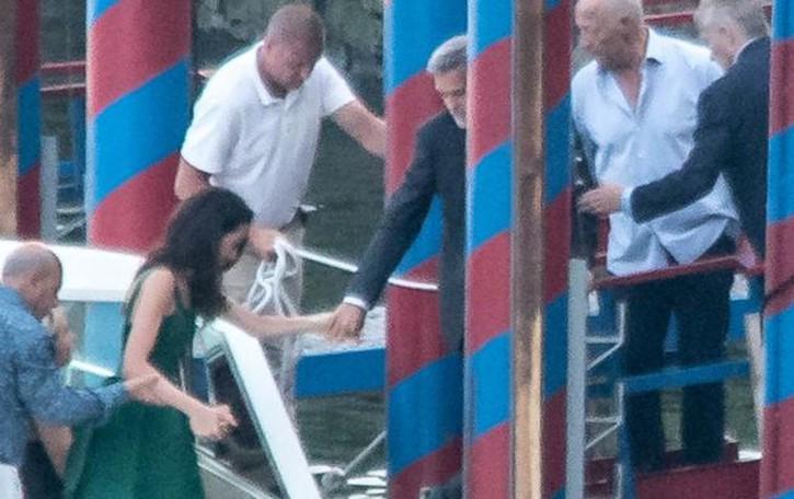 Stagione di vip sul lago  George e Amal a cena  e a sorpresa Bill Gates