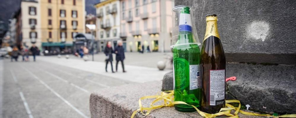 Ubriachi, danneggiano un bar  e rompono i vetri della Volante
