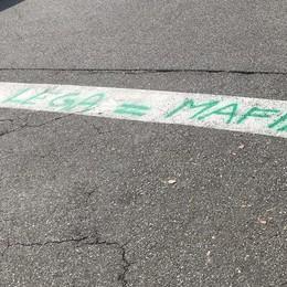 Raid a colpi di spray verde  Sui muri scritte anti Lega