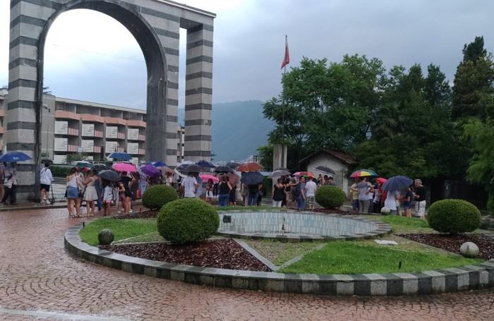 La protesta sotto la pioggia