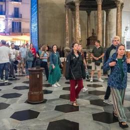 Como: Duomo aperto  il sabato sera  Boom di turisti  e di comaschi