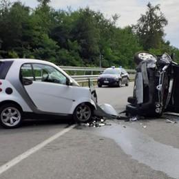 Due auto ribaltate   a Bregnano e Turate
