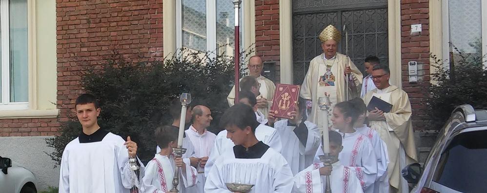 Il vescovo alla festa di Sant'Anna  «Famiglia da salvare»