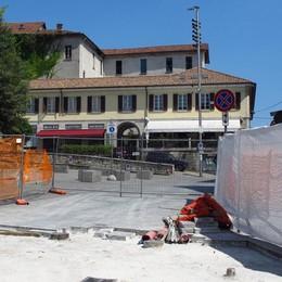 Lastroni in piazza, secondo atto  Arriva l'asfalto in via Grandi a Cantù