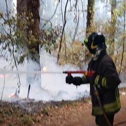 Incendio vegetazione Vigili del fuoco a Cassina