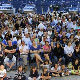 Eventi estivi a Como:   in ritardo, pochi e senza sedie