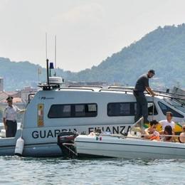 Vedetta Gdf  sul lago di Como   «Turisti imprudenti, vanno informati»