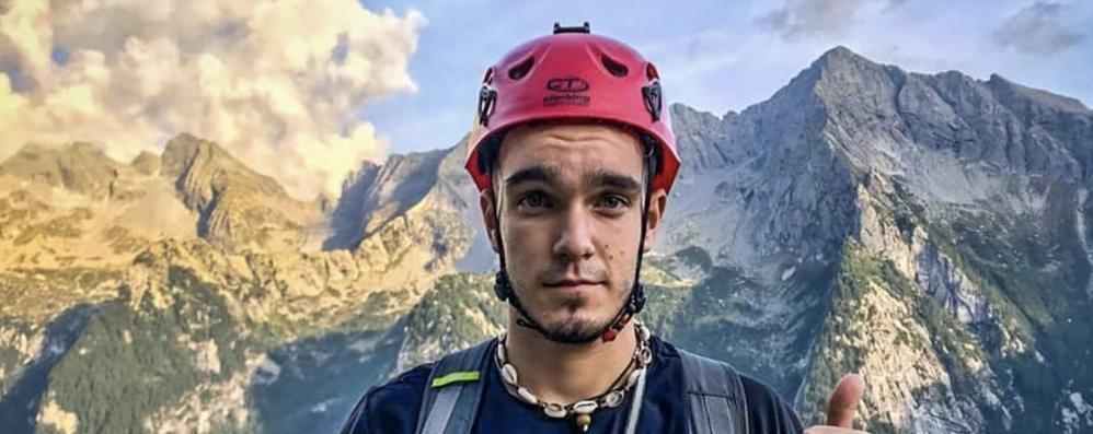 Elia, morto a 19 anni   Tradito dalla sua montagna  un mese dopo la maturità