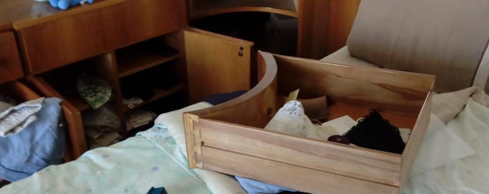 Coppia di San Fermo in vacanza  Appartamento svaligiato dai ladri
