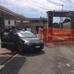 Incendiò l'autolavaggio di Fino  Denunciato dai carabinieri   Qui il video del rogo