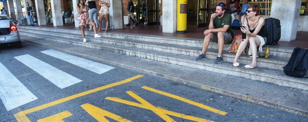 Troppi turisti, i taxi non bastano più  E il Comune pensa a nuove licenze