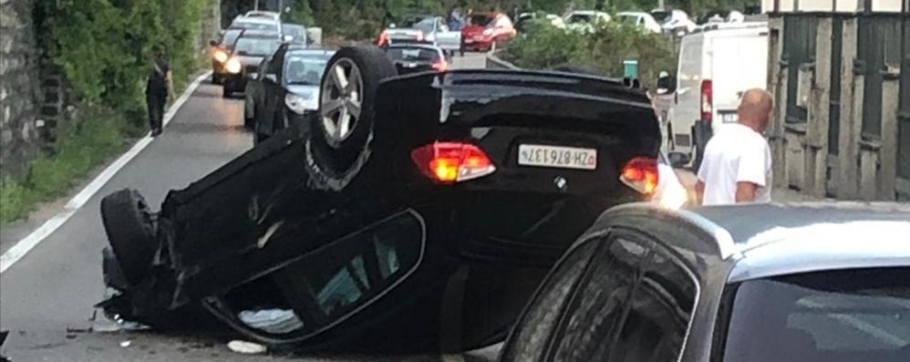 Argegno, scontro tra auto  Statale Regina paralizzata