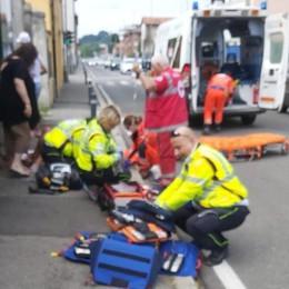 Como, trovano uomo gravemente ferito: soccorso sul marciapiede in via Paoli
