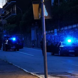 Terrore a Monte Olimpino  Papà minaccia di spararsi ferito di striscio carabiniere