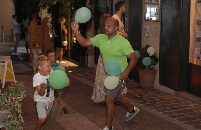 Battaglia a colpi di palloncini verdi