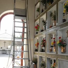 Ladri al cimitero di Bulgarograsso  Stavolta sfruttano anche la scala
