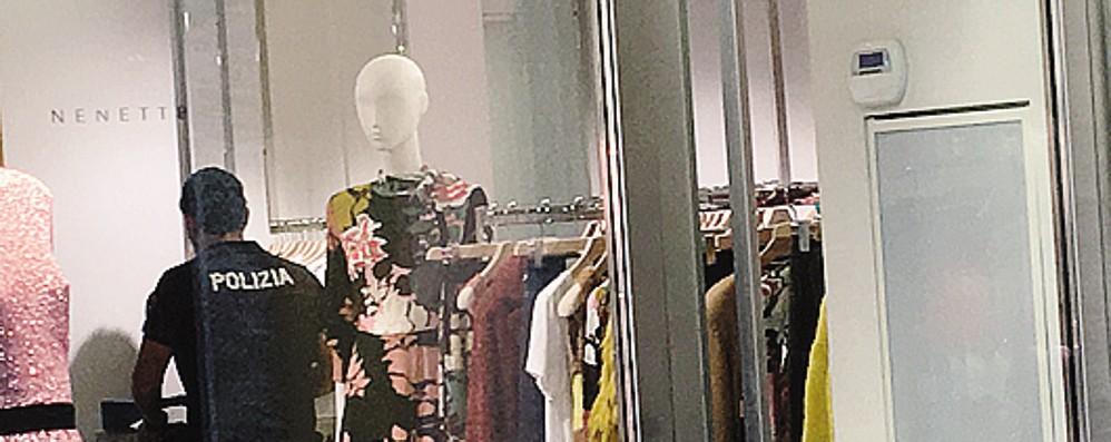 Como, furto in negozio  in centro storico  Fuga con la cassa