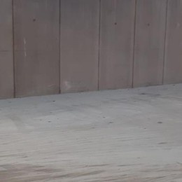 Riecco i vandali del parcheggio  Danneggiati i nuovi estintori a Mozzate