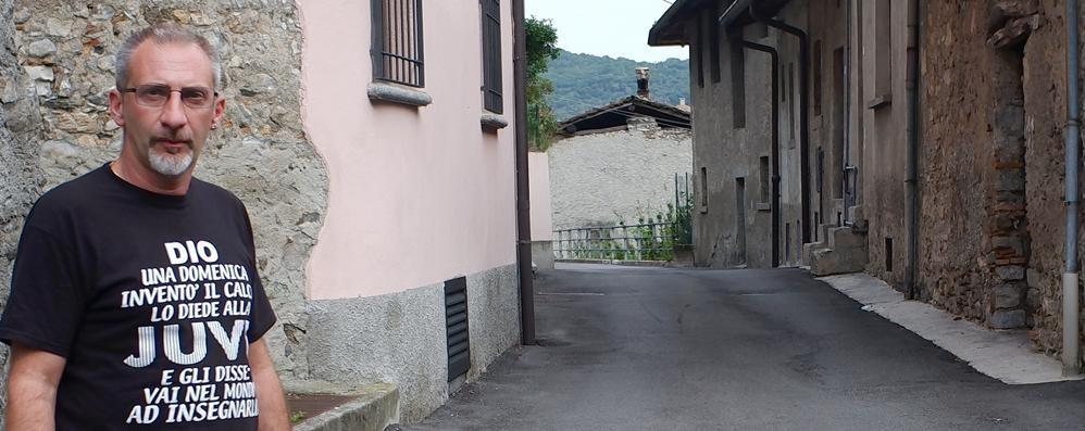 Caslino, via Parini, dove si rischia la vita  «Pronti a pagare, ma mettete i dossi»