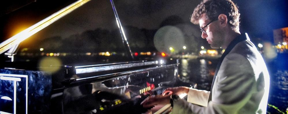 Cernobbio, la musica sulle onde   Con il pianoforte in mezzo al lago