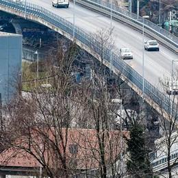 Como, i lavori sul viadotto slittano: per ora non c'è il senso unico alternato