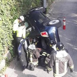Incidente a Fino Mornasco  L'auto si ribalta: 4 feriti