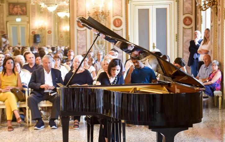 """Noemi Serrano, invito in villa  """"Settembre classico"""" al pianoforte"""