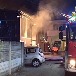 Cabiate, incendio in capannone  Mobilitazione, danni limitati