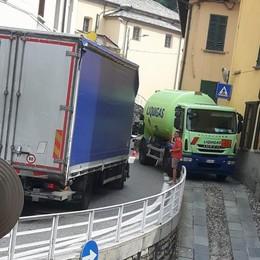 Code a Sala Comacina per un camion in panne