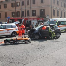 Como, altro incidente  all'incrocio in tangenziale  Due feriti, caos traffico