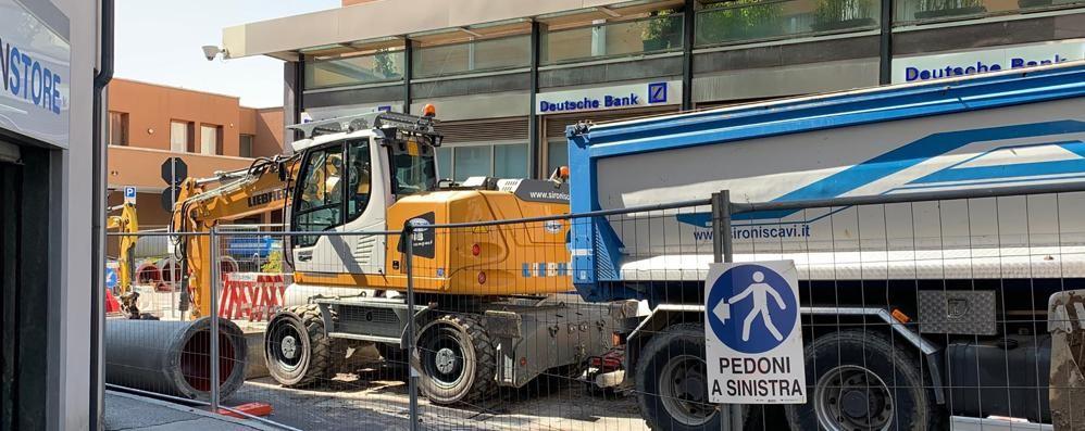 """Erba, la """"prova mercato""""  per i lavori in centro  Caccia ai parcheggi"""