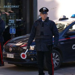 Rovellasca, sassi  contro le finestre Fermato dai carabinieri