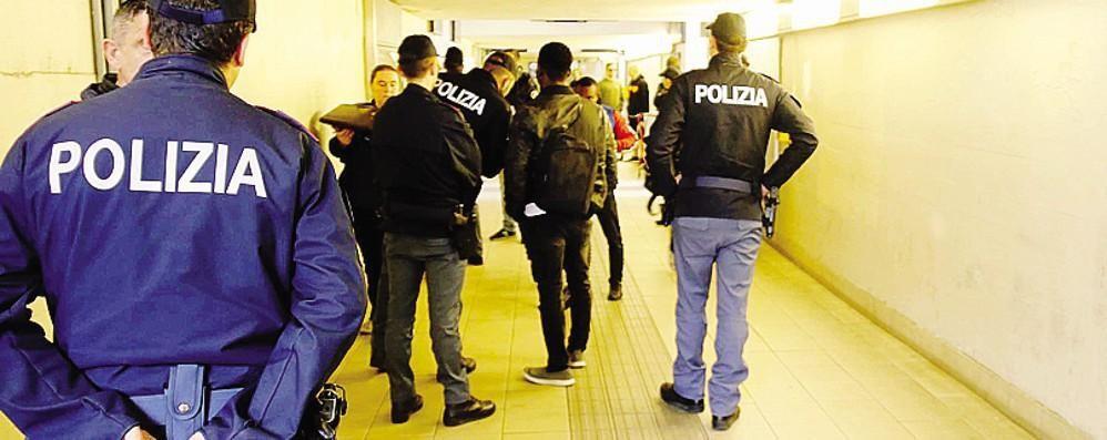 Lecco, picchia due donne in stazione    Preso immigrato, è ai domiciliari  Ecco il VIDEO dell'aggressione