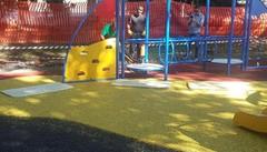 Casnate, vandali al parco giochi  E il Comune arruola un guardiano