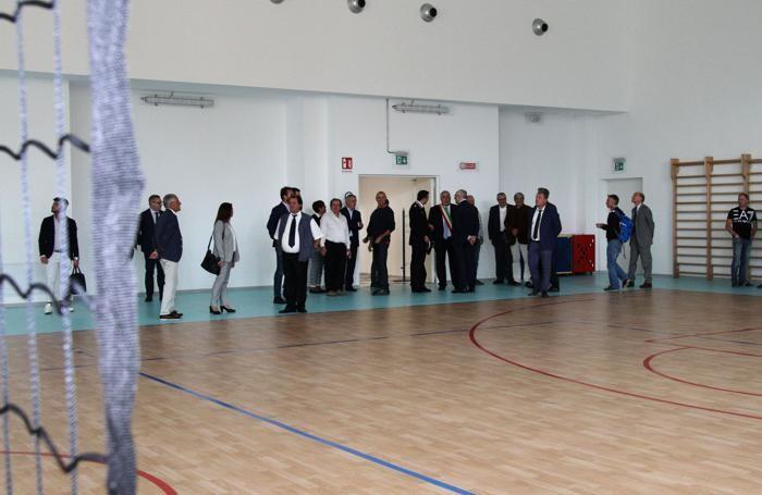 Uno scorcio della palestra a servizio della scuola ma anche delle associazioni sportive
