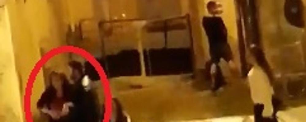 Rissa e sporcizia in pieno centro  Un canturino filma il degrado   QUI uno spezzone del video