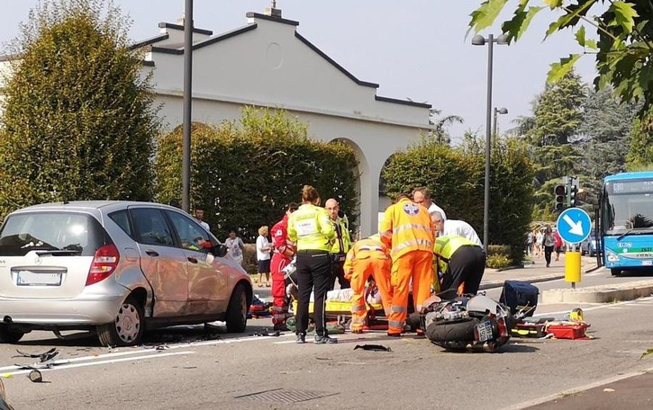 «Troppi incidenti a Mariano  I cordoli restano in via per Cabiate»