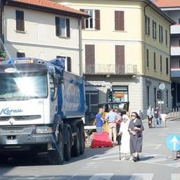 Erba, corso chiuso alle auto Senso unico solo per i bus