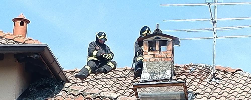 Lurago, canna fumaria a fuoco Arrivano i vigili del fuoco